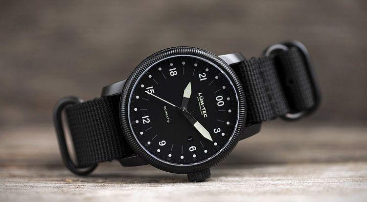 87e11b59c من بين الموديلات الشهيرة: Lum-Tec Combat B27 Military و Bell & Ross  Military Watch و Hamilton Khaki Field Titanium Auto و G-Shock GWG-1000GB-1A  Watch و ...